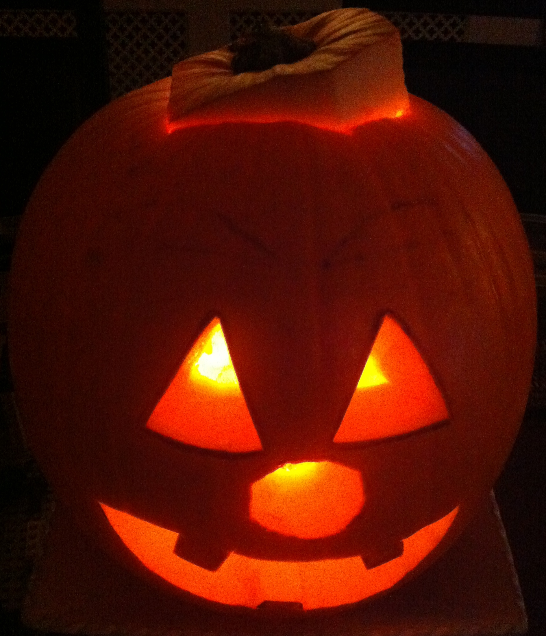 how to carve a pumpkin quick and easy guide. Black Bedroom Furniture Sets. Home Design Ideas