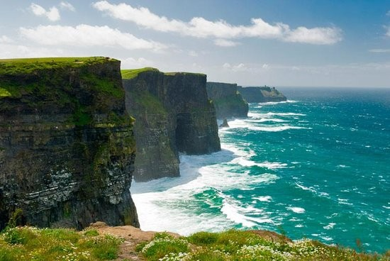 Cliffs_of_Moher_along_the_wild_ atlantic_way