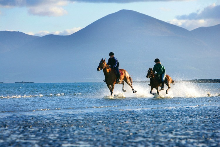 Activities_along_the_wild_atlantic_way _horse_riding